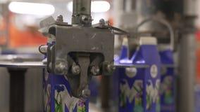 Machine à emballer de lait d'installation laitière au travail clips vidéos