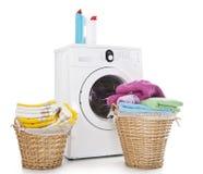 Machine à laver avec la blanchisserie photographie stock