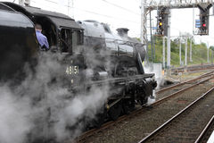 Machine à vapeur numéro 48151 à la gare de Carnforth. Images libres de droits
