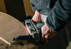 Machine électrique de meulage, processus par meuble photos stock