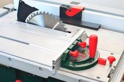 Machine circulaire de coupe de scie image libre de droits