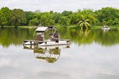 Machine d'aérateur dans l'étang Photos libres de droits