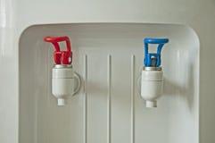 Machine d'eau chaude et froide photographie stock libre de droits
