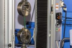 Machine d'essai de force de spécimen de tension de deux étaux pour le matériel de capacité ou l'essai de structure photo libre de droits