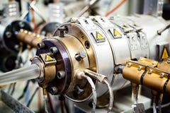 Machine d'extrudeuse pour l'extrusion de la matière plastique, vue en gros plan photographie stock