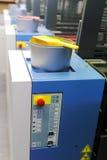 Machine d'impression offset - boîtes d'encre de couleur Photo libre de droits