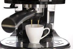 Machine de café express et cuvette de café Images stock