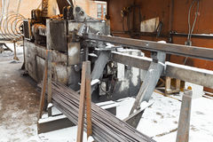 Machine de cintreuse de coupe de Rebar et d'acier pour béton armé photographie stock libre de droits