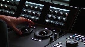 Machine de Colorlist dans la production de vidéo de courrier photographie stock