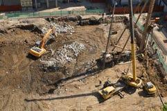 Machine de creusement de Rig Construction et de pelle rétro Photographie stock