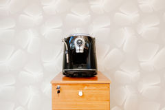 Machine de fabricant d'expresso, de cappuccino et de café d'americano Photos libres de droits