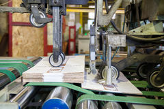 Machine de fabrication de carton Photo stock