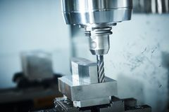 Machine de fraisage de commande numérique par ordinateur à l'industrie de métal ouvré Précision de Multitool fabriquant et usinan images stock