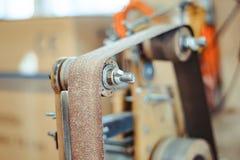 Machine de meulage dans l'atelier photos stock