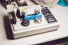 Machine de polissage de broyeur de micromètre de précision Image stock