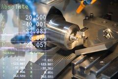 Machine de rotation de machine de tour de commande numérique par ordinateur photographie stock libre de droits