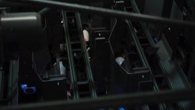 Machine de roulement derrière banque de vidéos