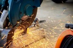 Machine de sawing circulaire de lame de fibre photographie stock