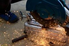 Machine de sawing circulaire de lame de fibre photos stock