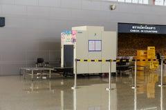Machine de scanner de rayon X d'aéroport au provine de Nan, Thaïlande Photo stock