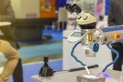 Machine de technologie de pointe et de soudure laser de précision pour un moule et mourir ou une pièce différente de produit modi images libres de droits