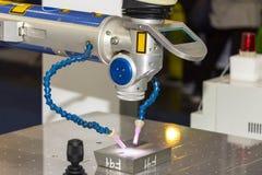Machine de technologie de pointe et de soudure laser de précision pour un moule et mourir ou une pièce différente de produit modi photographie stock