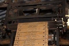 Machine de tissage conduite par cartes perforées Images stock