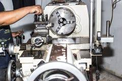 Machine de tour pour l'industrie photographie stock