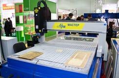 Machine de travail du bois avec la commande numérique par ordinateur Photographie stock