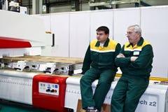 Machine de travail du bois avec la commande numérique par ordinateur Images stock