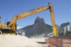 Machine die in Ipanema-Strand Rio de Janeriro werken Stock Afbeelding