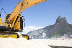 Machine die in Ipanema-Strand Rio de Janeriro werken Stock Foto's
