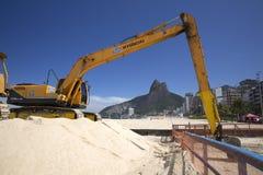 Machine die in Ipanema-Strand Rio de Janeriro werken Stock Afbeeldingen
