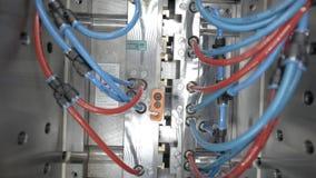 Machine en plastique automatique de moulage par injection banque de vidéos