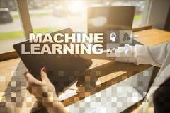 Machine het leren Tekst en pictogrammen op het virtuele scherm Zaken, Internet en technologieconcept Stock Afbeeldingen