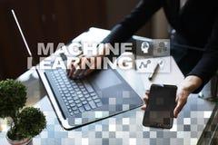 Machine het leren Tekst en pictogrammen op het virtuele scherm Zaken, Internet en technologieconcept Stock Fotografie