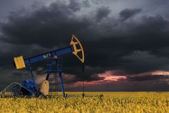 Machine industrielle d'énergie de plate-forme pétrolière de pompe à huile pour le pétrole dans Photographie stock