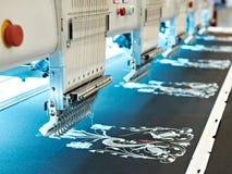 Machine industrielle de broderie Photos stock