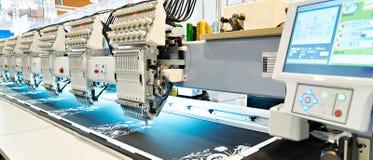Machine industrielle de broderie Images libres de droits