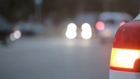 Machine légère avec le signal léger inclus de secours ville de nuit avec des voitures clips vidéos