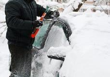 Machine, met sneeuw wordt behandeld die stock fotografie
