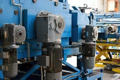Machine om metaal recht te maken en te snijden royalty-vrije stock foto's