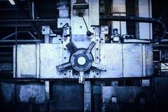 Machine-outil pour le traitement en métal des soupapes d'arrêt image stock