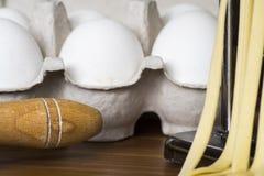 Machine pour la pâte de roulement et couper les pâtes, les oeufs et la Floride italiens Image stock
