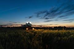 Machine pour les pesticides de pulvérisation photo stock