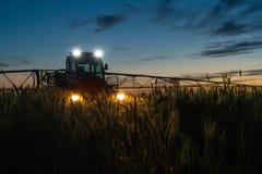 Machine pour les pesticides de pulvérisation image libre de droits