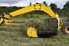 Machine pour ratisser le foin et l'herbe photographie stock