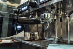Machine professionnelle de café photographie stock libre de droits