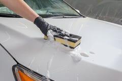 Machine propre de Washington de véhicule, lavage de voiture avec l'éponge et boyau images stock