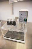 Machine utilisée dans la fabrication de médecine Images libres de droits